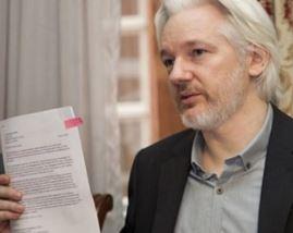 اعتقال مؤسس موقع ويكيليكس من داخل سفارة الاكوادور وسحب صفة اللجوء