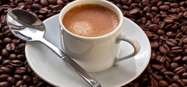تناول فنجانين قهوة يساعد علي تطور سرطان الرئة بنسبة 37% عند غير المدخنين
