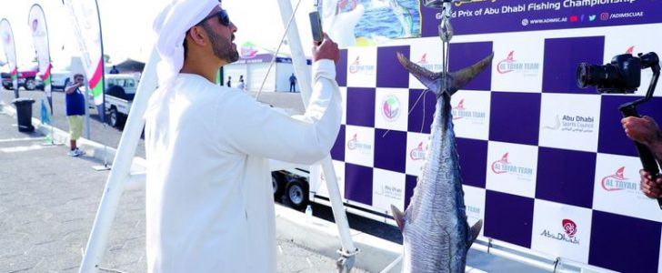 أغلى سمكة في العالم تباع في مزاد خيري في #الإمارات بالتعاون مع هيئة #الهلال_الأحمر الإماراتي
