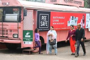 """اطلاق مشروع """" تي تواليت """" في الهند الذي يوفر 12 مرحاض متنقل للنساء"""
