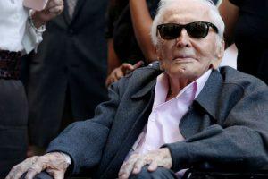 """رحيل النجم الأميركي """" كيرك دوغلاس """" عن عمر يُناهز 103 عام"""