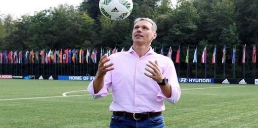 """مقترح مجلس الاتحاد الدولي لكرة القدم """"إيفاب""""  بشأن اللاعبين المعرضين لارتجاج دماغي"""