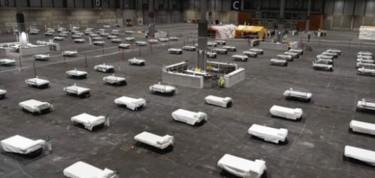 تحول حلبة تزلج على الجليد في مدينة مدريد الإسبانية إلى مشرحة لحفظ جثث ضحايا الوباء العالمي ، وإيقاف استقبال المقابر العامة في مدريد المزيد من الجثث