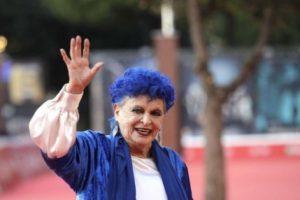 الممثلة الإيطالية لوتشيا بوسيه تفارق السينما الإيطالية بوفاتها ، وسبب وفاتها تعرضها لإلتهاب رئوي حاد