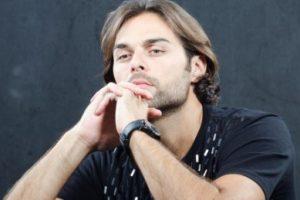 الممثل اللبناني مازن معضم يشعر باليأس من وضع بلده لبنان