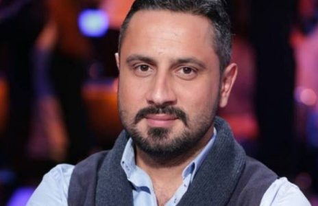 الممثل السوري قيس الشيخ نجيب يعلن عن وفاة خاله شقيق والدته، وينعيه بكلمات مؤثرة